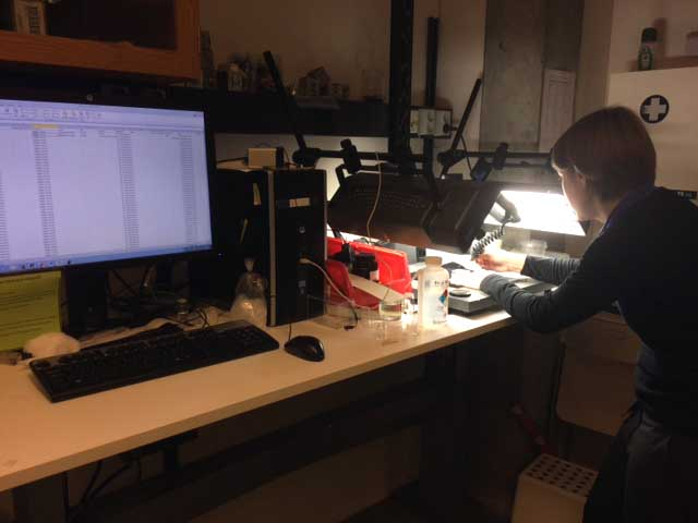 Katrine and Kate imaging the DNA voucher specimens